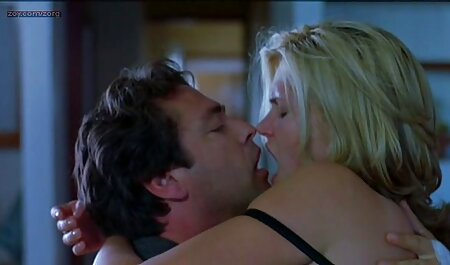 Plavuša je opuštena film erotic retro u prirodi kuja